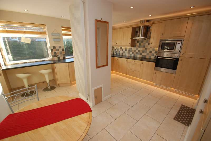 3 Bedrooms Semi Detached House for sale in Horsley Hill Road, South Shields