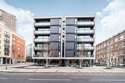 2 Bedrooms Flat for sale in Stratford, London