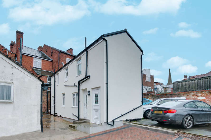5 Bedrooms Flat for sale in Alcester Street, Church Green East, Redditch, B98 8BP