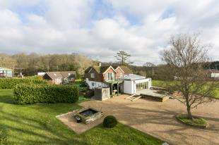 5 Bedrooms Detached House for sale in Holmes Hill, East Hoathly, East Sussex