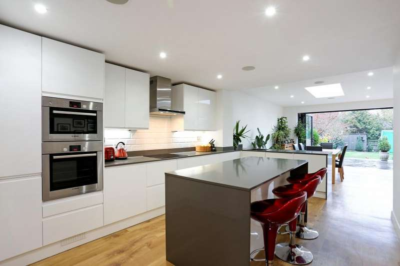 4 Bedrooms Semi Detached House for sale in Fox Covert Close, Sunninghill