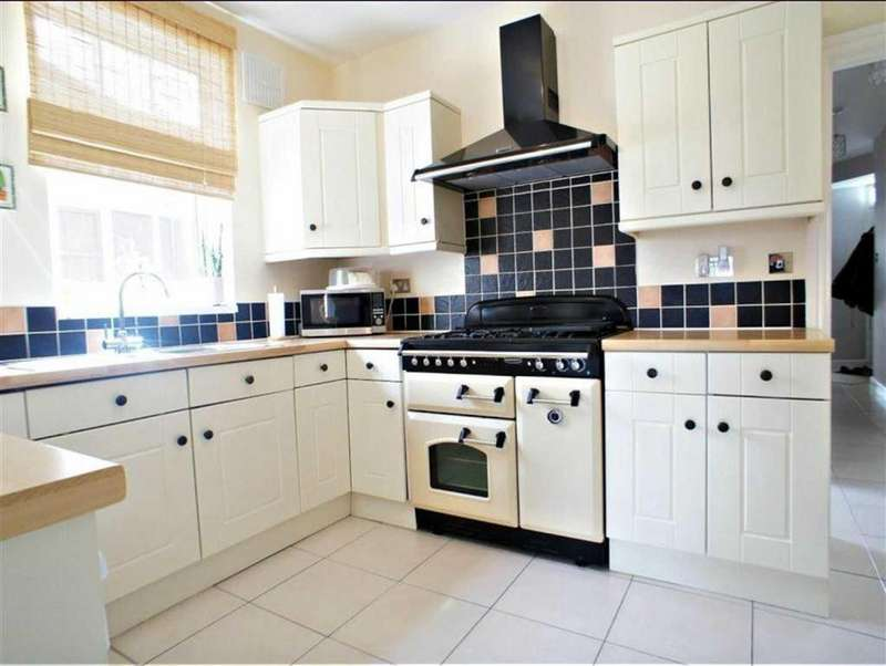 3 Bedrooms Bungalow for sale in Pick Hill, Waltham Abbey