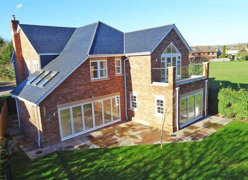 5 Bedrooms Detached House for sale in I spy on the River Wye