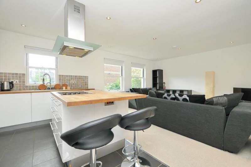 2 Bedrooms Flat for sale in Albion Road, Stoke Newington