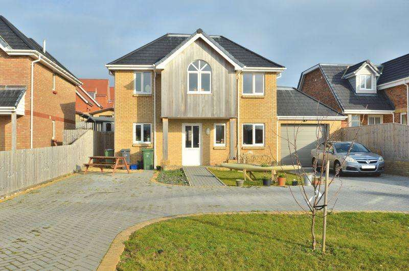 4 Bedrooms Detached House for sale in Colwell Bay