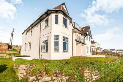 3 Bedrooms Flat for sale in 17 Crooklets, Bude, Cornwall