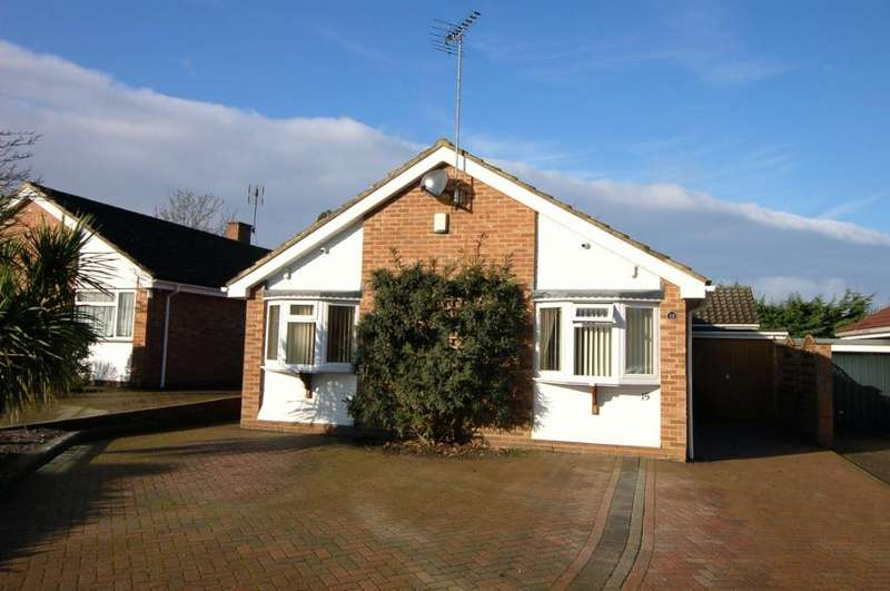 3 Bedrooms Detached Bungalow for sale in Chantry Road, Bagshot