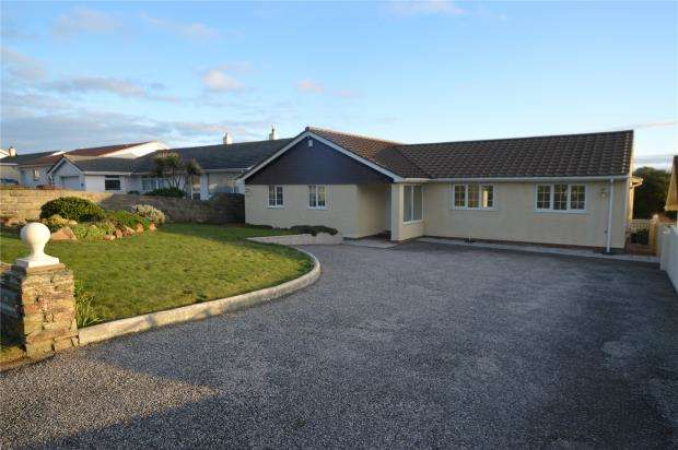 3 Bedrooms Detached Bungalow for sale in Pentire Avenue, Newquay, Cornwall