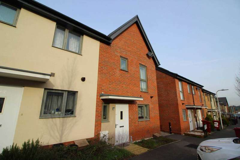 3 Bedrooms Semi Detached House for sale in Dee Park, Reading