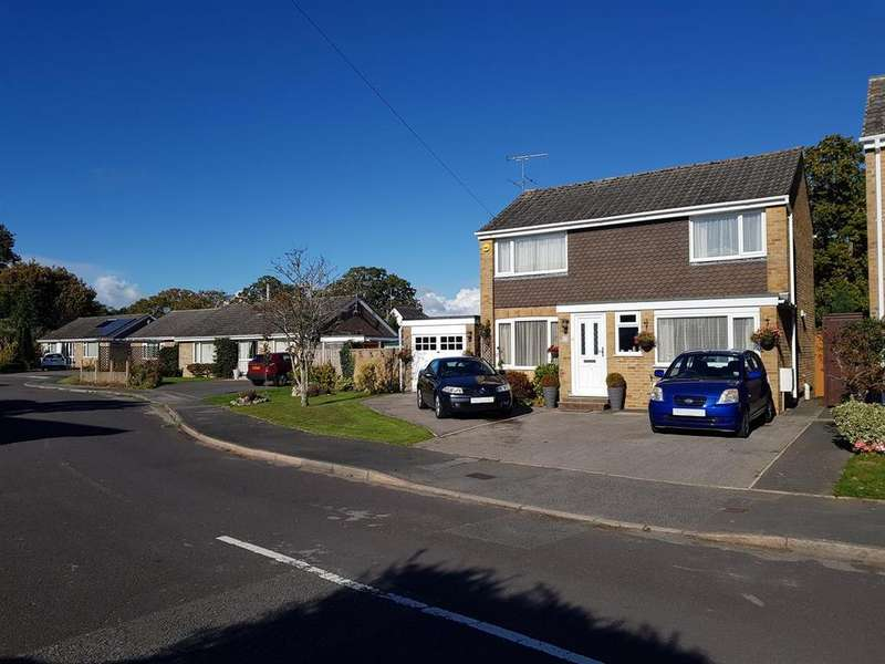 4 Bedrooms Detached House for sale in Saltings Road, Upton, Poole