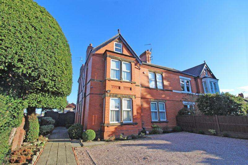 5 Bedrooms Semi Detached House for sale in Chester Road, Wrexham