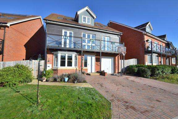 5 Bedrooms Detached House for sale in CHURCH CROOKHAM