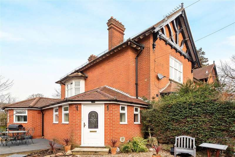 3 Bedrooms Maisonette Flat for sale in Parklands Close, Chandler's Ford, Hampshire, SO53