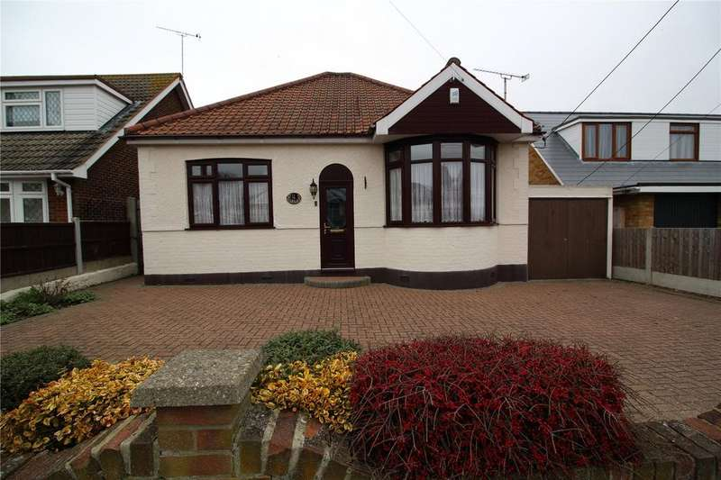 3 Bedrooms Detached Bungalow for sale in Tyler Avenue, Laindon, Essex, SS15