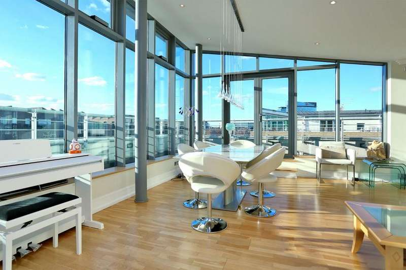 2 Bedrooms Penthouse Flat for sale in Adams Quarter, Tallow Road, Brentford, TW8