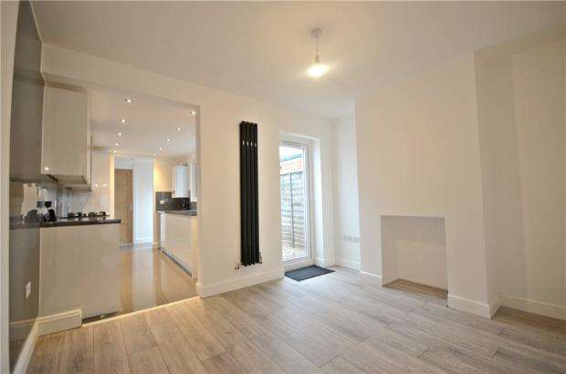 2 Bedrooms Terraced House for sale in Foxhill Road, Reading, Berkshire