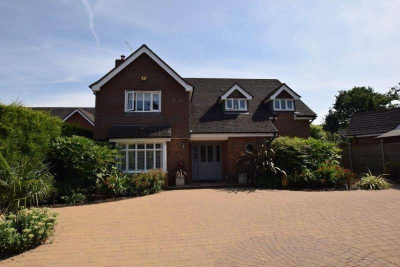 4 Bedrooms Detached House for sale in Whitefields Road, Solihull