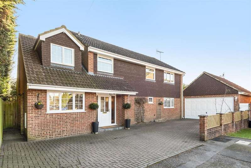 5 Bedrooms Detached House for sale in Celandine Close, Crowthorne, Berkshire RG45 6RU