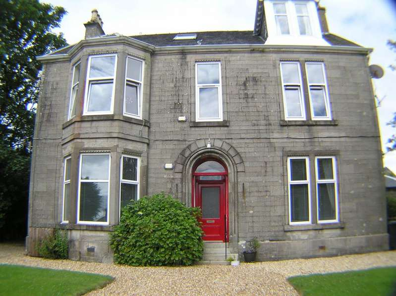 3 Bedrooms Flat for sale in 3a Bute Terrace, Millport, KA28 0BD