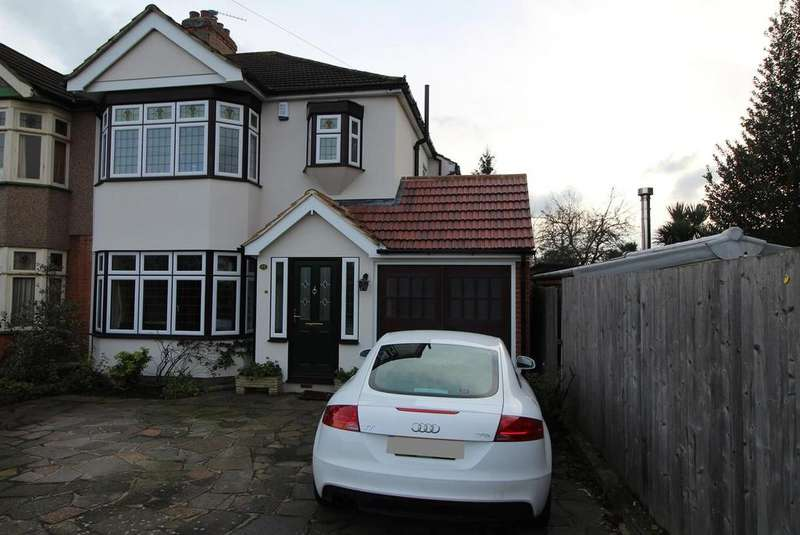 3 Bedrooms Semi Detached House for sale in Park Drive, Upminster, Essex, RM14