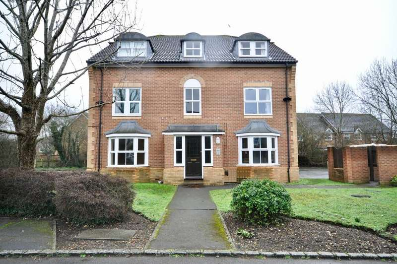 2 Bedrooms Flat for sale in Mannock Way, Woodley, Reading, RG5 4XW