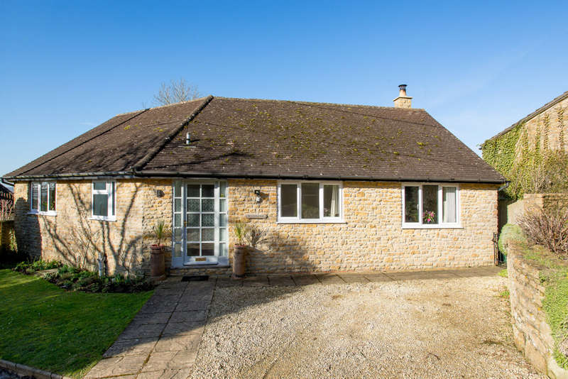 3 Bedrooms Detached Bungalow for sale in Cucklington, Somerset BA9