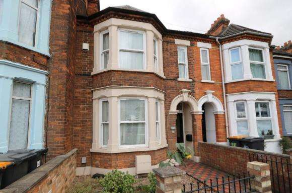 4 Bedrooms Property for sale in Ampthill Road, Bedford