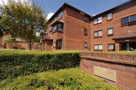 2 Bedrooms Apartment Flat for sale in Westbrook Court, Stevenage Road, Hitchin