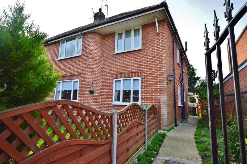 2 Bedrooms Maisonette Flat for sale in Lansdowne Avenue, Slough