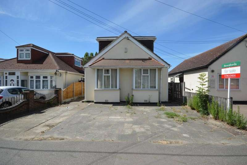 3 Bedrooms Chalet House for sale in Rainham Road, Rainham, Essex, RM13