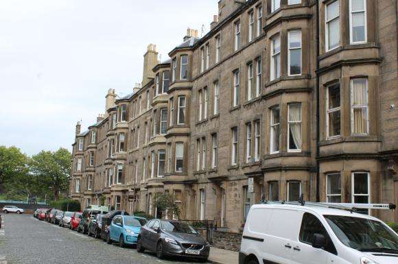 2 Bedrooms Flat for rent in Comely Bank Place, Edinburgh
