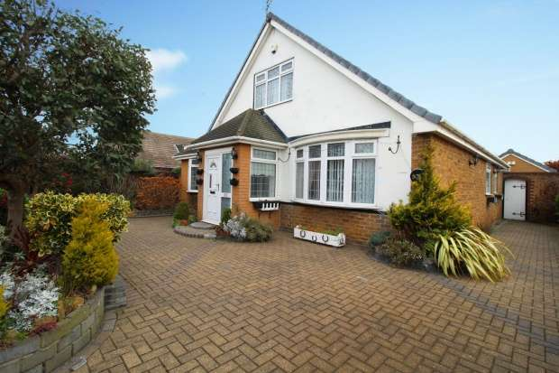 3 Bedrooms Detached House for sale in West Dyke Road, Redcar, Cleveland, TS10 4LZ
