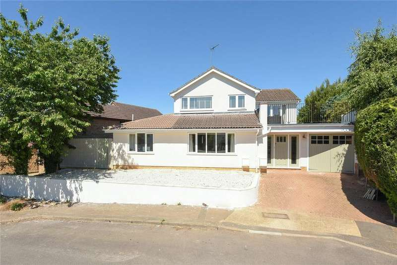 5 Bedrooms Detached House for sale in Pyket Way, Weston Favell Village, Northampton, NN3