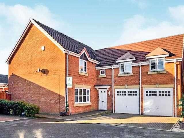 4 Bedrooms Detached House for sale in Horrokey Close, Buckshaw Village