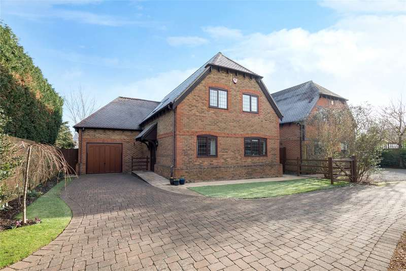4 Bedrooms Detached House for sale in Little Foxes, Finchampstead, Wokingham, Berkshire, RG40