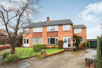 4 Bedrooms Semi Detached House for sale in Bell Close, Hitchin, Herts, England