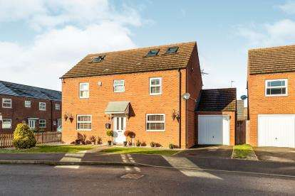 5 Bedrooms Detached House for sale in Priors Grove Close, Warwick, Warwickshire, .