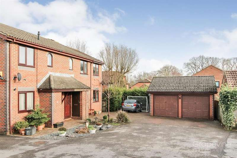 3 Bedrooms Semi Detached House for sale in Stephen Close, Twyford, Reading