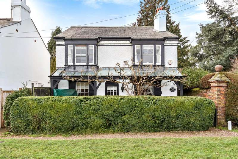 3 Bedrooms Detached House for sale in The Green, Croxley Green, Rickmansworth, Hertfordshire, WD3