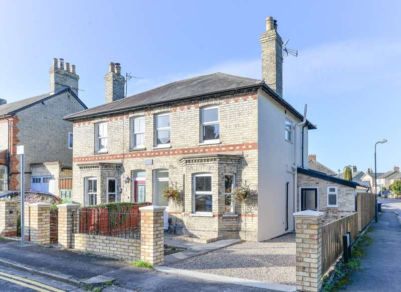 3 Bedrooms Semi Detached House for sale in Morton Street, Royston, SG8