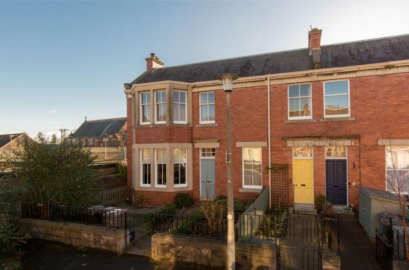4 Bedrooms Flat for sale in 20 Bangholm Bower Avenue, Trinity, EH5 3NS