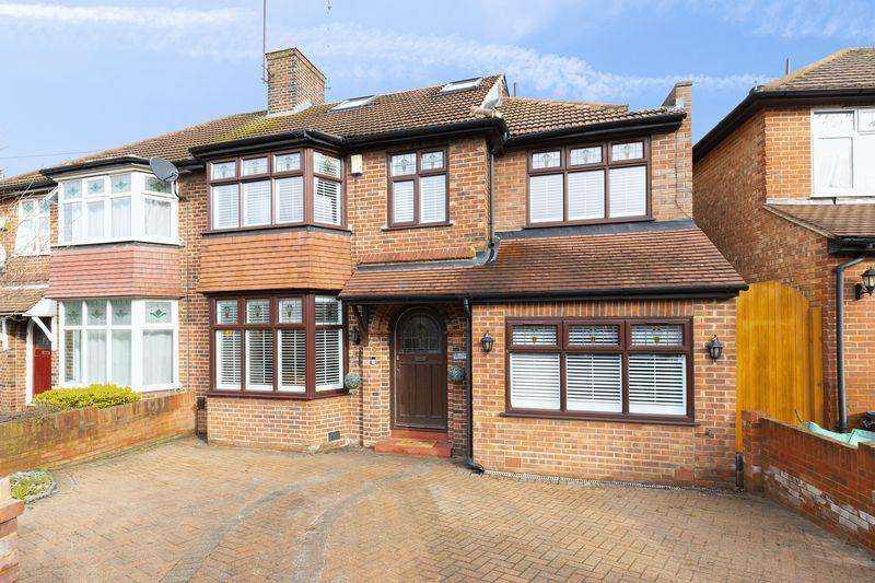 4 Bedrooms Semi Detached House for sale in Arundel Drive, Woodford Green
