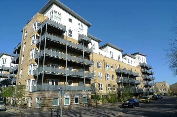 2 Bedrooms Flat for sale in Catalonia Apartments, Metropolitan Station Approach, Watford, Hertfordshire
