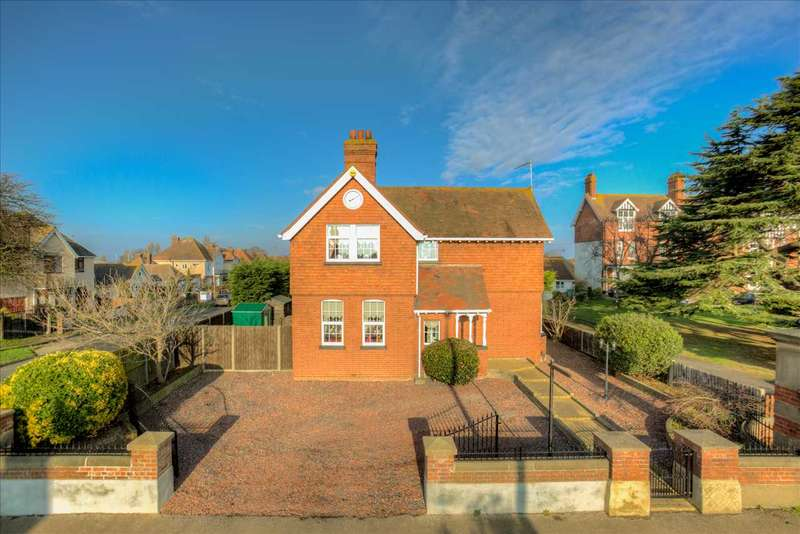 4 Bedrooms Detached House for sale in Holland Road, Clacton On Sea