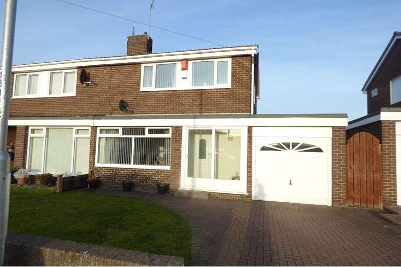 3 Bedrooms Property for sale in Holystone Avenue, Newsham Farm, Blyth, Northumberland, NE24 4QB