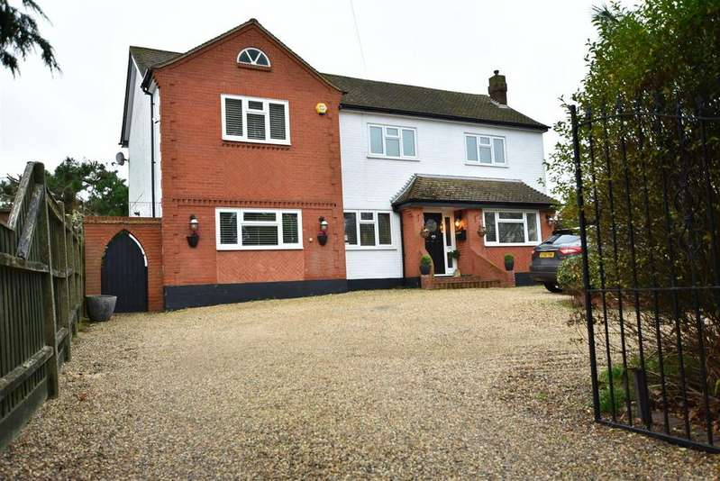 4 Bedrooms Detached House for sale in Thundersley