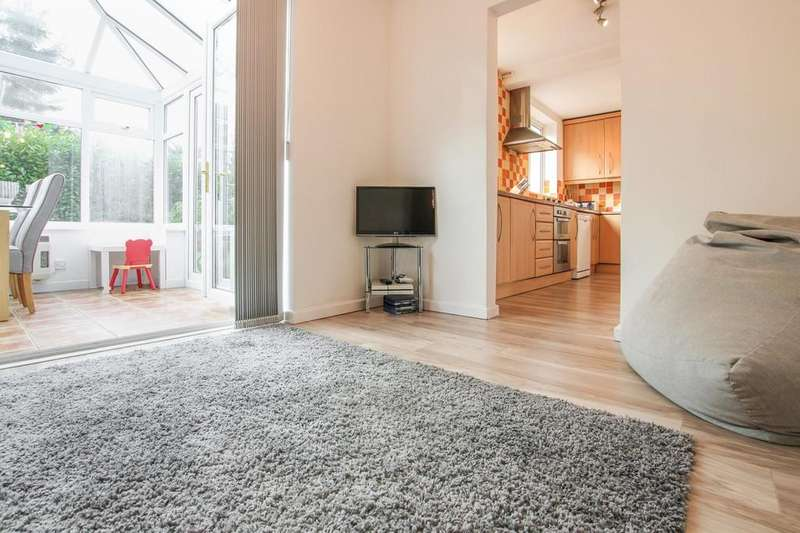 4 Bedrooms Detached House for sale in Princess Drive, Wistaston
