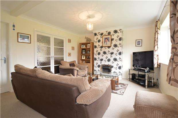 3 Bedrooms Semi Detached House for sale in Goldcrest Road, Chipping Sodbury, BS37 6XF