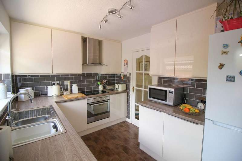 3 Bedrooms Detached Bungalow for sale in Hill Rise, Romiley, Stockport, SK6