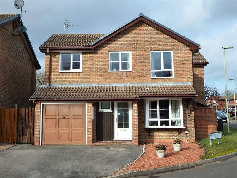 4 Bedrooms Detached House for sale in New Dawn Close, FARNBOROUGH, Hampshire